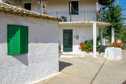 Agios Leon: White-colored houses with colorful flowers.
