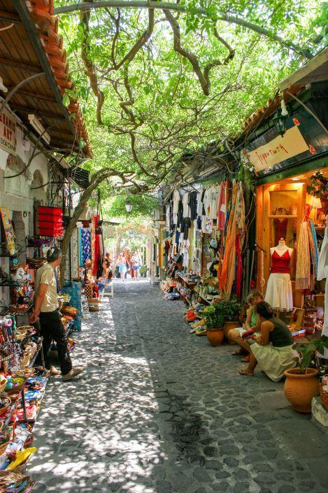 Molivos: Souvenir shops.