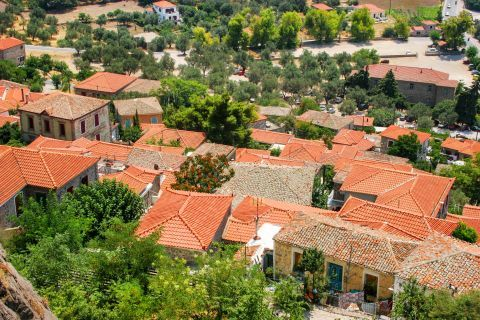 Molivos: Most of the houses are stone built with ceramic roof tiles.