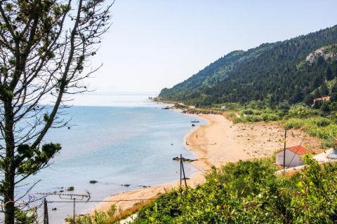 Portello: Quiet beach with beautiful natural surroundings.