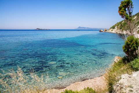 Apidies: Blue waters and clear waters.