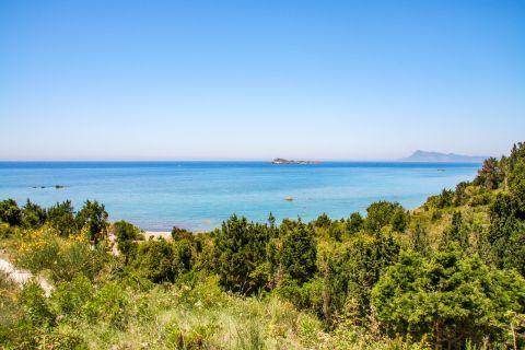 Apidies: Lush vegetation and sea view.