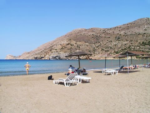 Galissas: People relaxing on Galissas beach