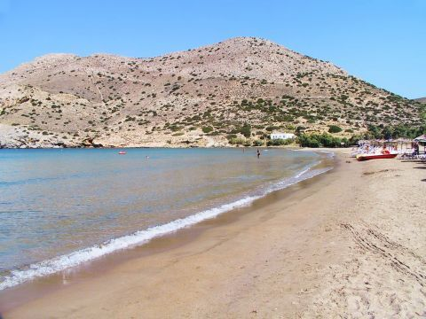 Galissas: Sandy beach with hills around