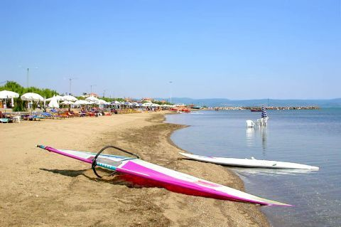 Skala Kalonis: Water sport activities take place on Skala Kalonis beach.