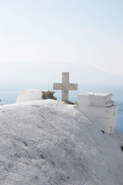Ravdouha: On top of a whitewashed chapel