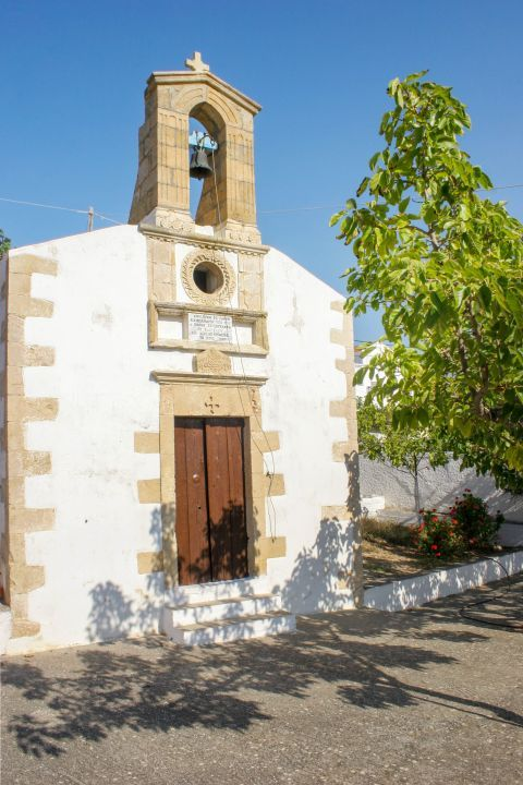 Ravdouha: A couple of old churches can be found in Ravdouha
