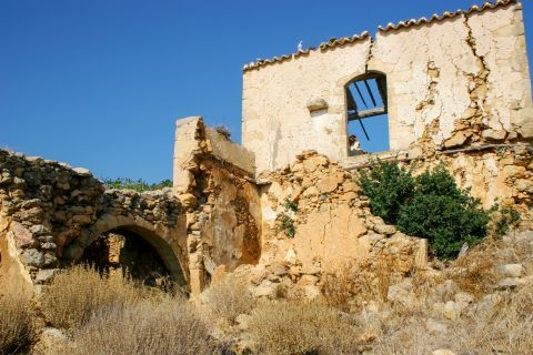 Ravdouha: Ruins of an old building