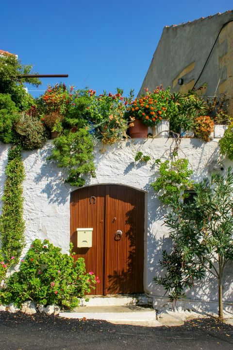 Rodopos: The entrance of a beautiful house