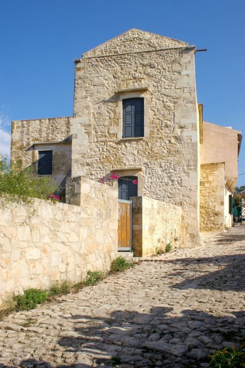 Vamos: Stone built streets and houses