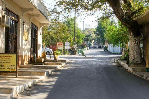 Vamos: A quiet street