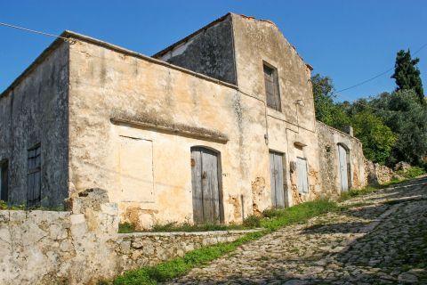 Vamos: An old mansion