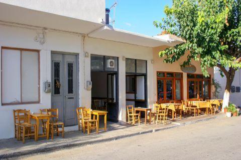Kandanos: A Greek tavern