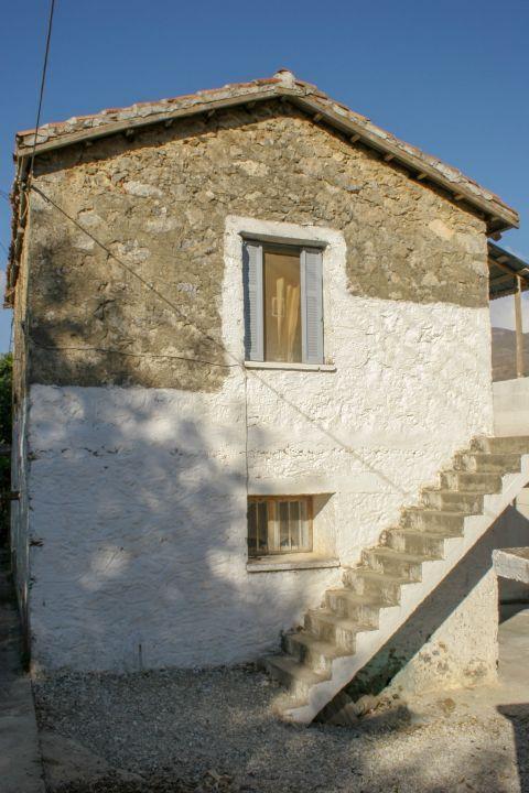 Kandanos: A stone built house