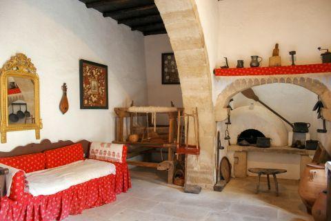 Gavalochori: Traditional house decoration