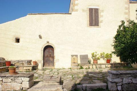 Gavalochori: A vintage house
