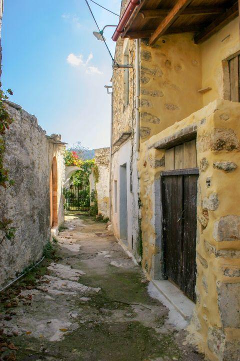 Gavalochori: Stone built buildings
