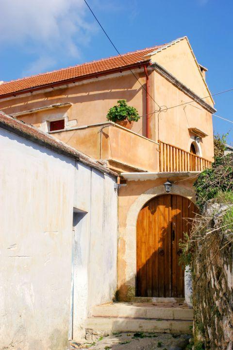 Gavalochori: A beautiful house