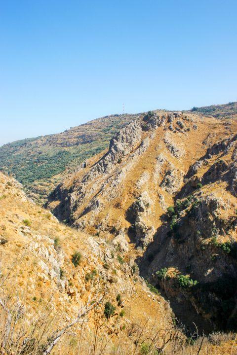Topolia: Mountainous landscape