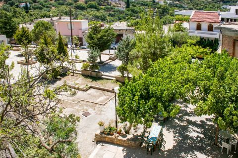 Kalamafka: Kalamafka is a picturesque settlement with traditional houses and narrow paths.