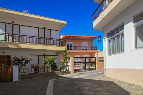 Apolakia: Paved streets with elegant houses.