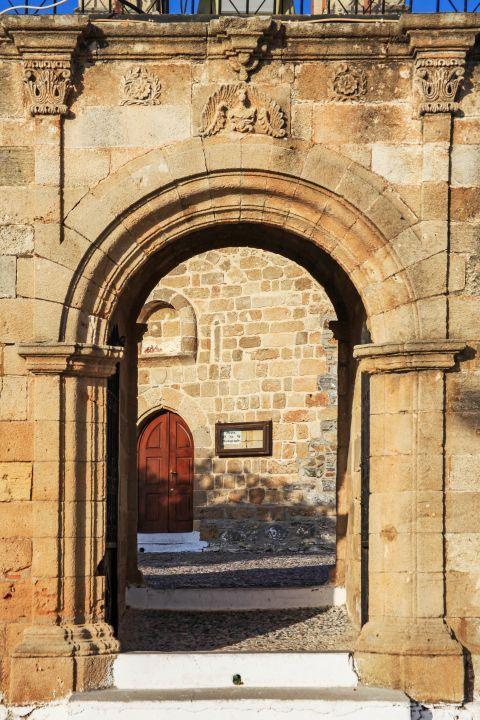 Asklipio: The entrance to the yard of the church of Virgin Mary