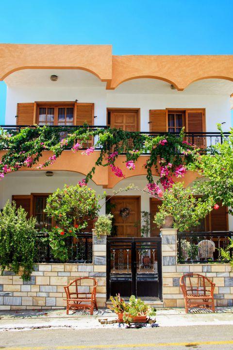 Genadi: An impressive house with nice aesthetics.