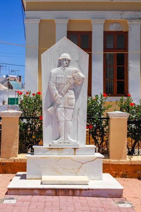 Massari: A war monument.