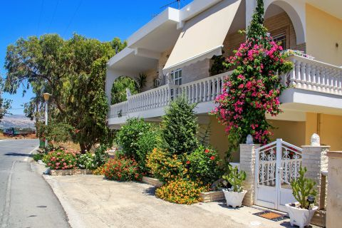 Massari: A beautiful house, surrounded by flowers and trees.
