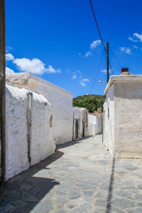 Mesanagros: Whitewashed buildings in Mesanagros.