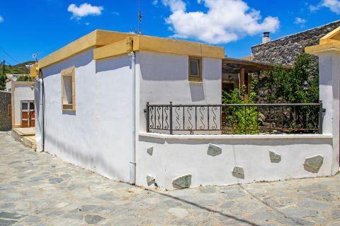 Mesanagros: Whitewashed houses in Mesanagros.