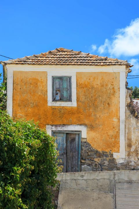 Mesanagros: Old building with yellow walls.