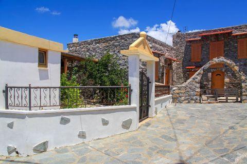 Mesanagros: Impressive houses.