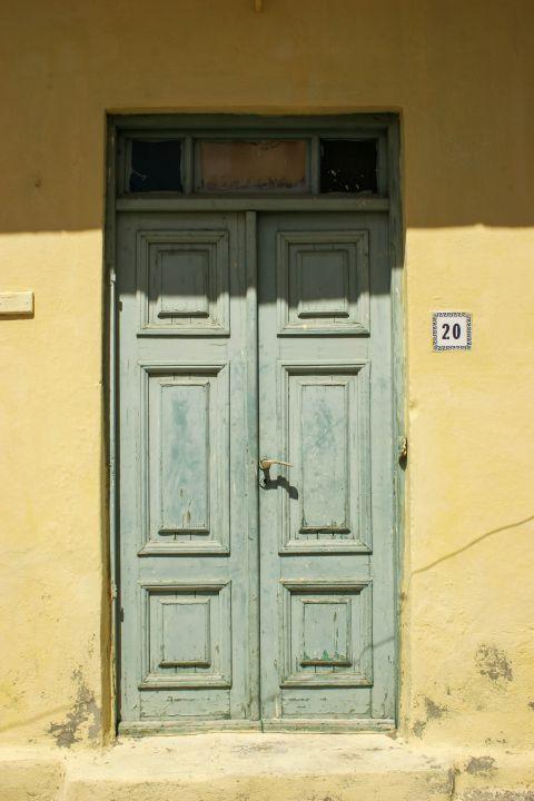 Paradisi Village: A colorful door.
