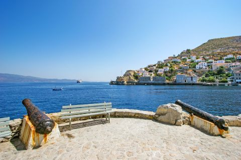 Town: Hydra was in need of cannons to protect the Island from the attacks of the Turkish fleet.