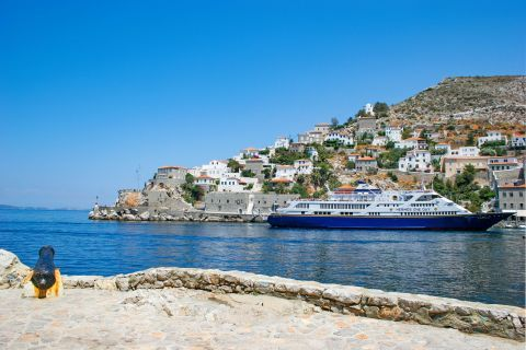 Town: Approaching the port of Hydra.