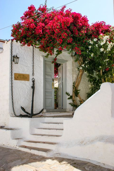 Town: Accommodation in Hydra.