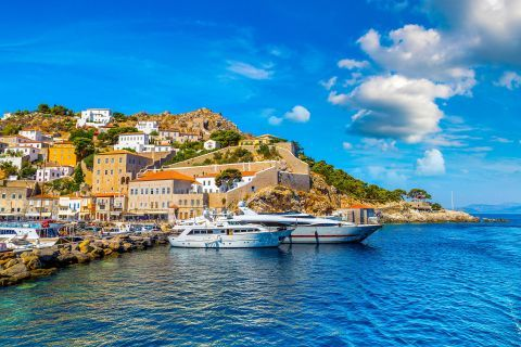 Town: At the port of Hydra