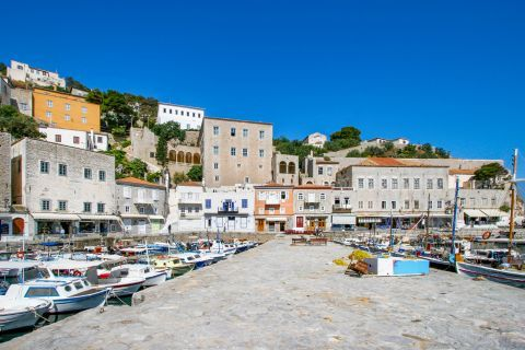 Town: Lots of Neoclassical buildings are spotted all over the port of Hydra.