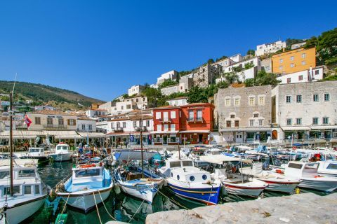 Town: Lots of boats on the port of Hydra.