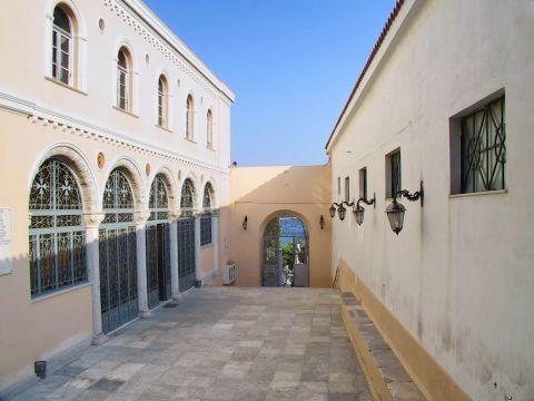 Ermoupolis: Entrance to the Church of the Assumption of the Virgin. Ermoupolis, Syros.