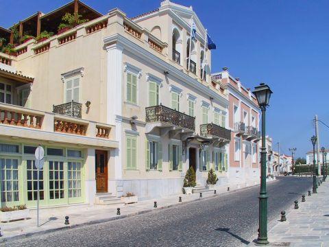 Ermoupolis: Vaporia is an elegant neighborhood in Ermoupolis, Syros.
