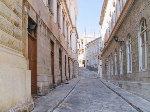 Ermoupolis: Neoclassical buildings and paved alleys. Ermoupolis, Cyclades.