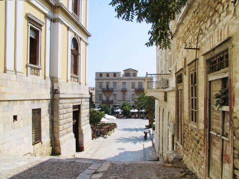 Ermoupolis: Two-storey mansions, Ermoupolis.