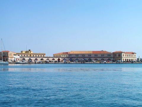 Ermoupolis: Imposing buildings on the port of Ermoupolis.