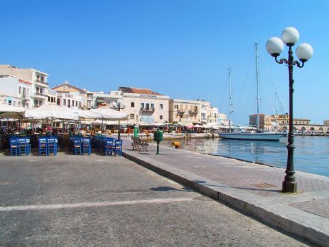 Ermoupolis: Places to eat and drink close to the port. Ermoupolis, Syros.