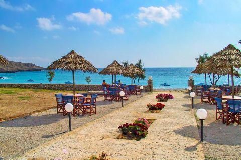 Lefkos: A cozy spot with sea view.