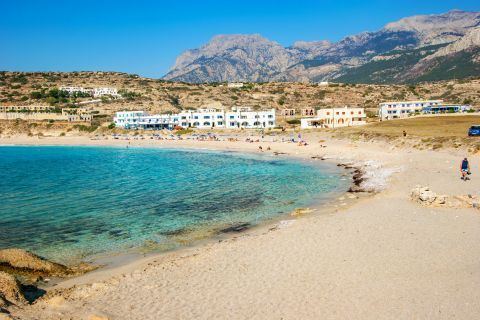 Lefkos: Turquoise waters and soft sand.