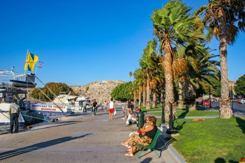 Town: Quiet spots for tranquil moments, while gazing at the Aegean sea.