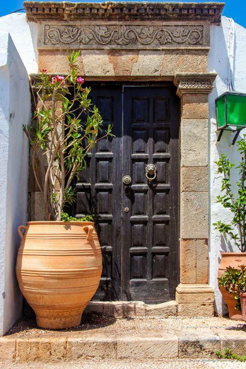 Lindos: Impressive architecture and elegant decoration.